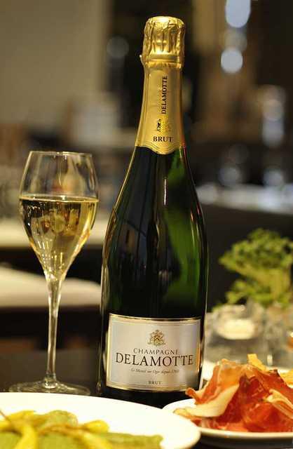 Champagne delamotte brut aoc champagne france for Champagne delamotte